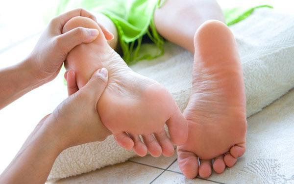 Relaksujący masaż stóp krok po kroku