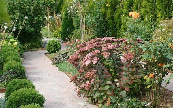Jak zaplanować wygodne ścieżki ogrodowe